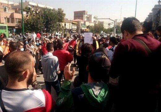 حضور هواداران پرسپولیس مقابل مجلس