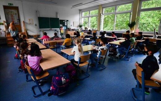 توصیه مقامات آلمان برای مهار کرونا به دانشآموزان؛ با خودتان پتو به کلاس بیاورید