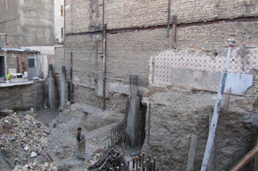 ببینید | بازی با مرگ هنگام تخریب ساختمان