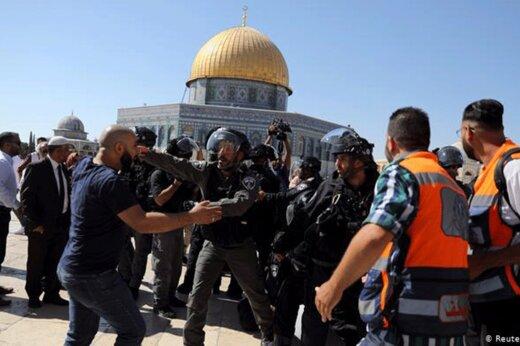 ببینید | دستگیری وحشیانه یک فلسطینی در نزدیکی مسجدالاقصی