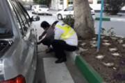 ببینید | سوژه روز فضای مجازی؛ کمک به تعویض چرخ پنچر یک شهروند توسط پلیس