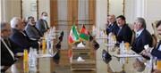 ظريف يؤكد على موقف ايران المساند لعملية السلام والحوار بين الافغان