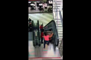 ببینید | حادثه دردناک در مرکز خرید مسکو