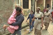 ببینید | نجات زنی بعد از یک سالونیم حبس در توالت توسط همسر