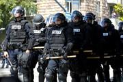 ببینید | پلیس آمریکا سوژه خنده شد؛ شلیک گاز اشکآور به خودی