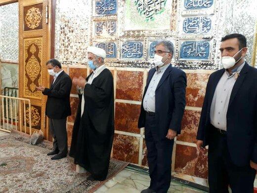 تصاویر حضور متفاوت احمدی نژاد در قم /رئیس جمهور سابق با ماسک به حرم حضرت معصومه رفت