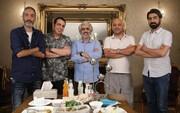 آشپزی امیرمهدی ژوله برای دوستان بازیگرش