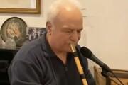 ببینید | سخنان و نوازندگی استاد محمد موسوی به یاد استاد محمد رضا شجریان