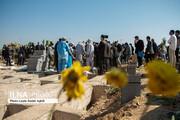 تصاویر | قربانیان کرونا غریبانه در دل خاک