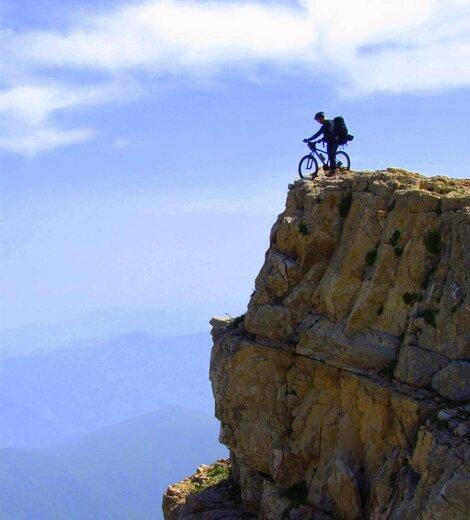 صعود ورزشکار لرستانی به ۳۱ قله مرتفع کشور با دوچرخه کوهستان