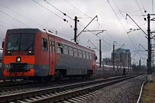 ببینید | نجات معجزه آسا یک زن پس از برخورد شدید با قطار
