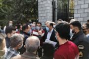 ببینید | تجمع سهامداران معترض به وضعیت بازار سرمایه در مقابل مجلس