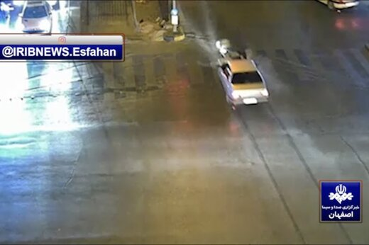 ببینید   عبور از چراغ قرمز و برخورد پراید با موتورسوار