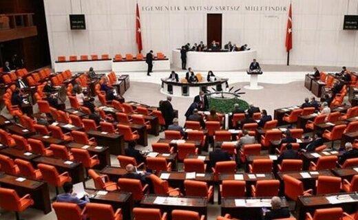بیانیه مشترک احزاب پارلمان ترکیه در واکنش به اظهارات مکرون