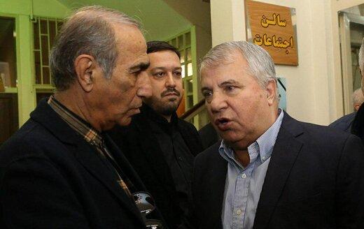 علی پروین در کنار بی ام دبلیو قدیمیاش/عکس