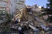 ببینید | لحظه بیرون آوردن و نجات یافتن دو نفر از زیر آوار در ترکیه