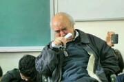 ببینید | گریستن استاد دکتر شفیعی کدکنی در لحظه ادای احترام و  یادکرد دکتر مظاهر مصفا