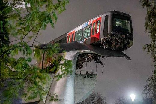 ببینید   جهان در بهت و حیرت؛ نهنگی که از سقوط یک قطار جلوگیری کرد