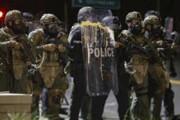 ببینید | هجوم پلیس به سمت معترضان به نژادپرستی در پورتلند آمریکا