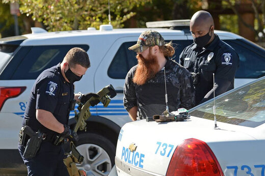 ببینید | لحظه دستگیری هوادار مسلح ترامپ توسط پلیس آمریکا