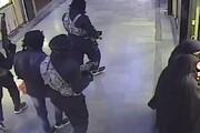 ببینید | لحظه سرقت مسلحانه مردان سیاهپوش از پاساژ طلای سراوان