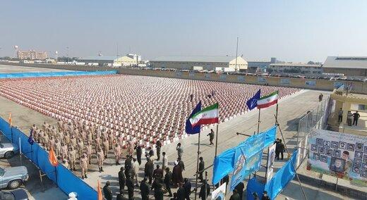 تصاویر توزیع ۵ هزار بسته معیشتی با حضور فرمانده کل سپاه
