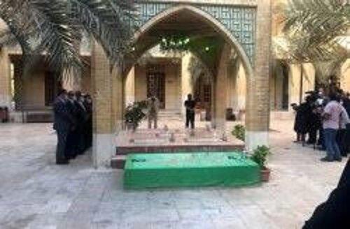 غبار روبی مزار شهدای گمنام در کیش
