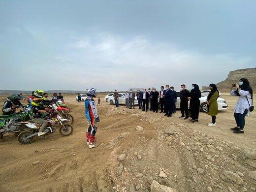 بازدید مدیرعامل سازمان منطقه آزاد قشم از پیست ۳ هکتاری موتورکراس