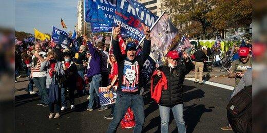 تجمع حامیان ترامپ در مقابل کاخ سفید/ترامپ به گلفبازی رفت