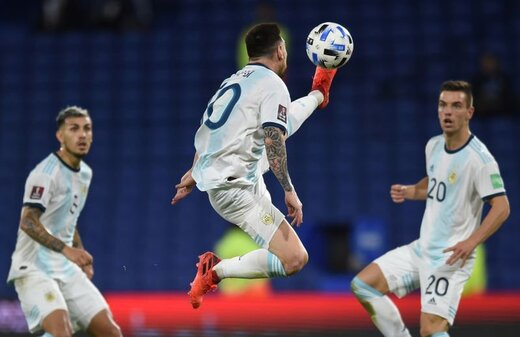 مهارت عجیب مسی در کنترل توپ!/ عکس