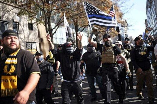 ببینید | تظاهرات هواداران ترامپ با جلیقه ضدگلوله و اسلحه در واشنگتن