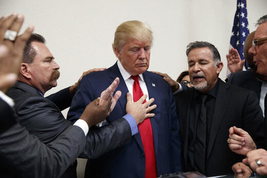 ببینید   دعای بسیار عجیب و جنجالی یک کشیش برای ترامپ!