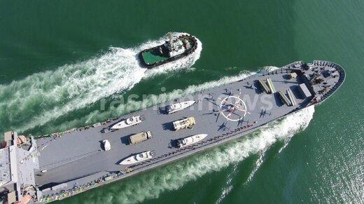 نجات جان ۸ سرنشین شناور صیادی توسط نیروی دریایی سپاه