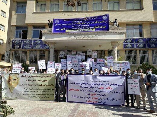 تجمع وکلای شیراز در اعتراض به یک طرح مجلس