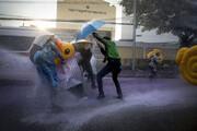 ببینید | معترضین تایلندی پس از درگیری شدید با پلیس تجمع کردند