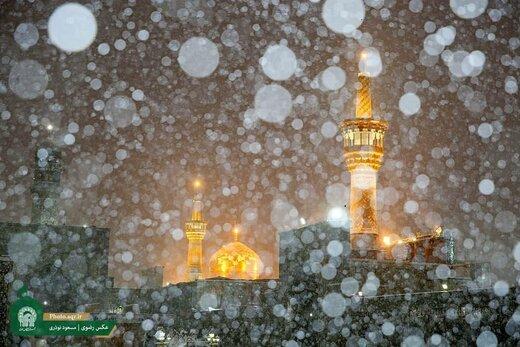 بارش دومین برف پاییزی در حرم مطهر امام رضا علیهالسلام