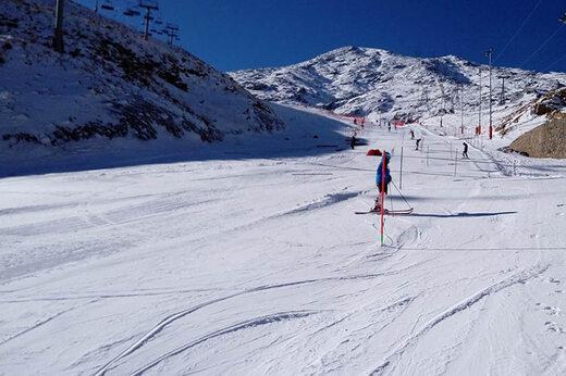 ببینید | بارش سنگین برف در پیست بینالمللی اسکی دیزین
