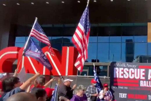 ببینید | تظاهرات جنجالی و خبرساز طرفداران ترامپ مقابل دفتر CNN