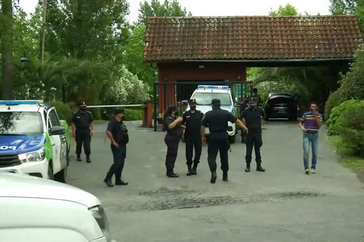 ببینید | حضور نیروهای امنیتی در محل سکونت دیگو مارادونا در آرژانتین