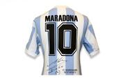 ببینید | امضای مارادونا روی لباس طرفداران ایرانی