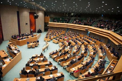 ببینید | اختلاف و درگیری نمایندگان پارلمان تایوان بر سر واردات گوشت از آمریکا