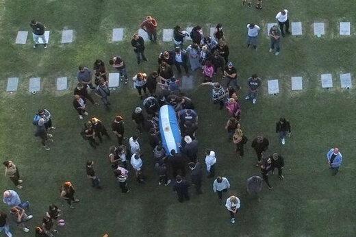 ببینید   مارادونا به خاک سپرده شد