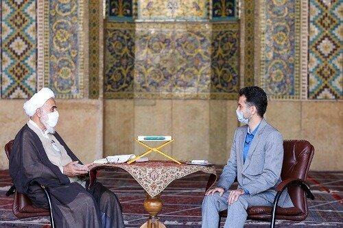 امام جمعه قزوین:برخی مسئولان در حال پرکردن جیب خود هستند