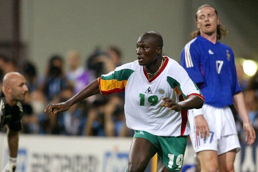 قاتل فرانسه در جام جهانی ۲۰۰۲ درگذشت