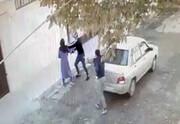 خشم کاربران از انتشار فیلم زورگیری دو جوان در روز روشن