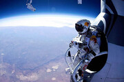 ببینید | پرش فضانورد اتریشی از سفینه فضایی به سمت زمین