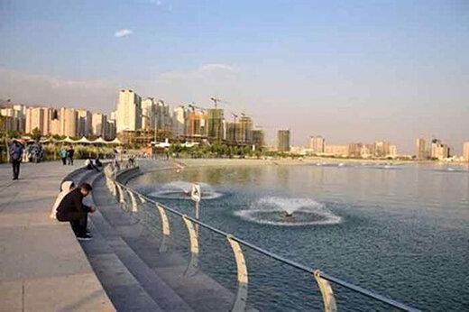 اکران تصاویر شهدا به مناسبت هفته دفاع مقدس در دریاچه خلیج فارس
