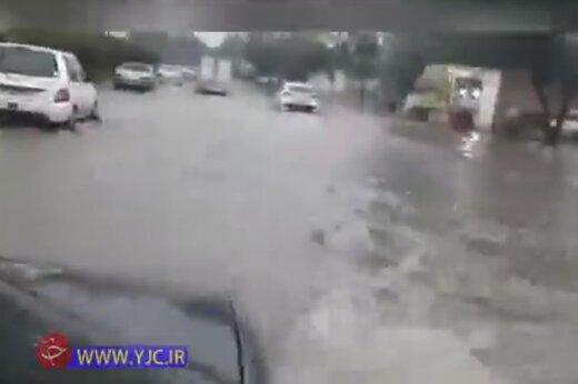 ببینید | بارش باران در اهواز و آبگرفتگی دوباره معابر