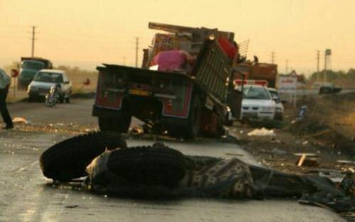انحراف کامیون در تاکستان ۳کشته بر جای گذاشت