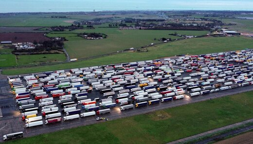 تصاویر هوایی از تجمع کامیون ها